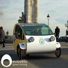 Mö: un vehículo de energía solar que utiliza tableros de Garnica
